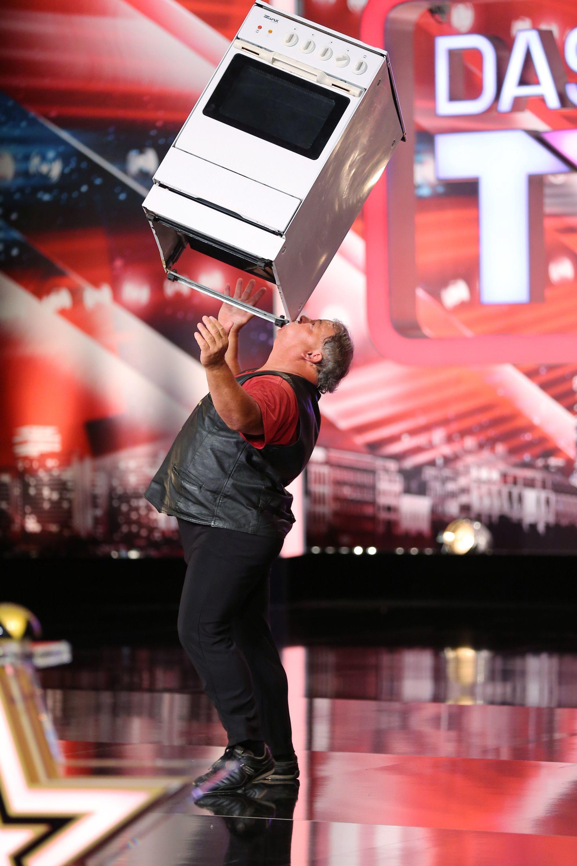 Das Supertalent 2013 - Folge 5 - Frank Simon als The Balance Master