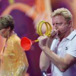 Becker gegen Pocher - Boris Becker beim Spiel Laut blasen