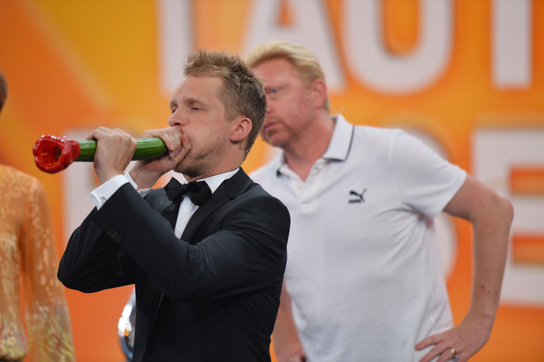 Becker gegen Pocher - Oli Pocher beim Spiel Laut blasen