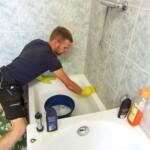 Bauer sucht Frau 2013 - Folge 2 - Brian putzt das Badezimmer