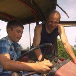 Bauer sucht Frau 2013 - Folge 7 - Steffen zeigt Dominik den Trecker