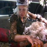 Dschungelcamp 2014 – Dschungelprüfung 4 – Larissa voller Federn