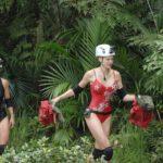 Dschungelcamp Tag 14 - Dschungelprüfung - Tanja und Melanie am Ende der Prüfung