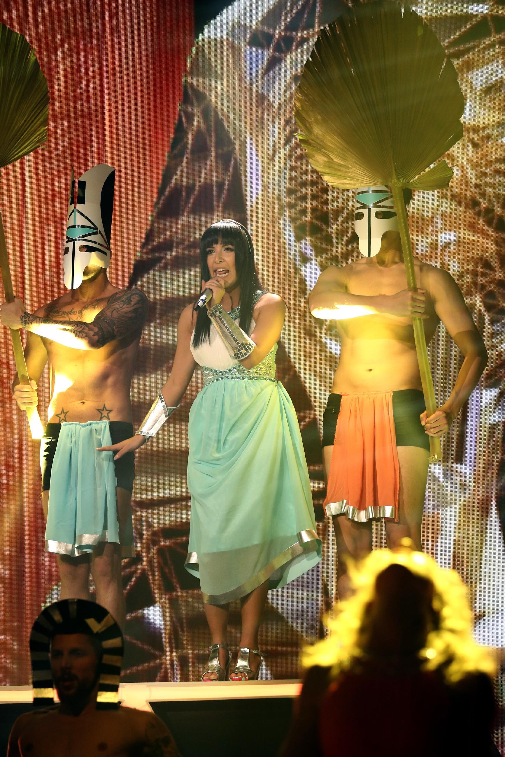 DSDS Finale 2014 - Meltem Acikgöz bei ihrem ersten Auftritt