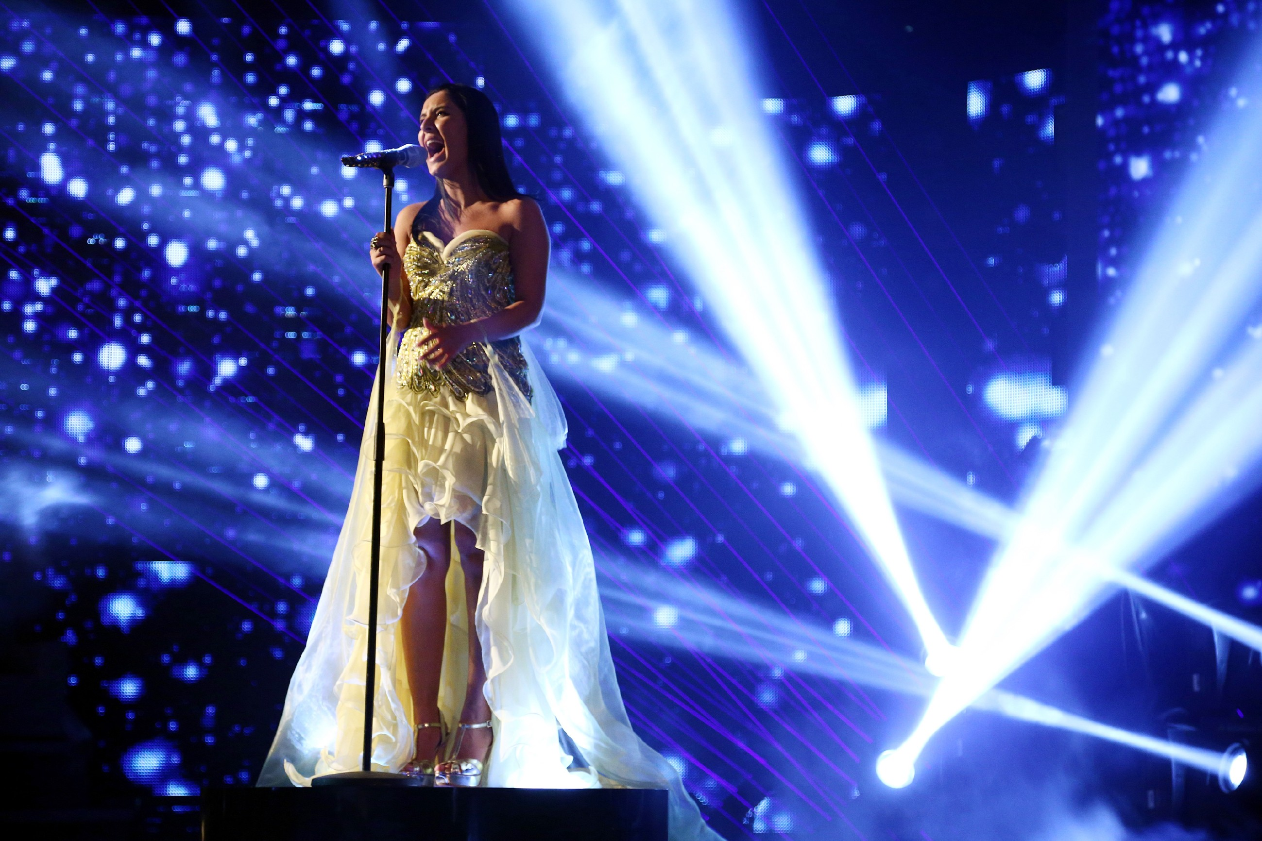"DSDS Finale 2014 - Meltem Acikgöz singt ""Explosion In My Heart"""