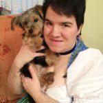 Schwiegertochter gesucht 2014 - Beate mit ihrem Yorkshire Terrier