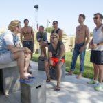 Die Bachelorette 2014 - Bachelor Paul unterhält sich mit den Jungs