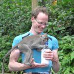 Schwiegertochter gesucht 2014 - Thomas mit einem kleinen Affen