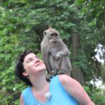 Schwiegertochter gesucht 2014 - Beate mit einem kleinen Affen