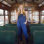Die Bachelorette 2014 - Anna in der Straßenbahn