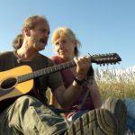 Bauer sucht Frau 2014 - Gottfried spielt Gitarre