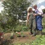 Bauer sucht Frau 2014 - Karlheinz und Gottfried im Garten