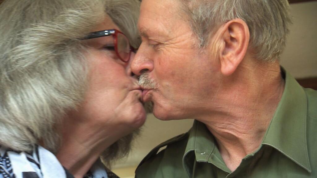Louise ist bereits zu ihrem Karlheinz gezogen. Die beiden sind verliebt wie am ersten Tag.