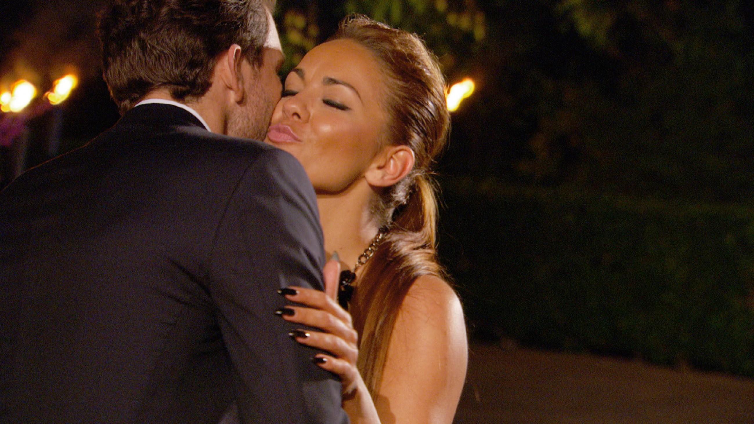 Der Bachelor 2015 - Folge 1 - Lara