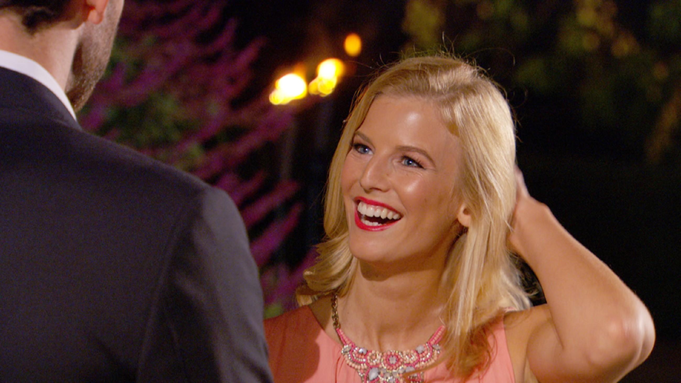 Der Bachelor 2015 - Folge 1 - Nicola