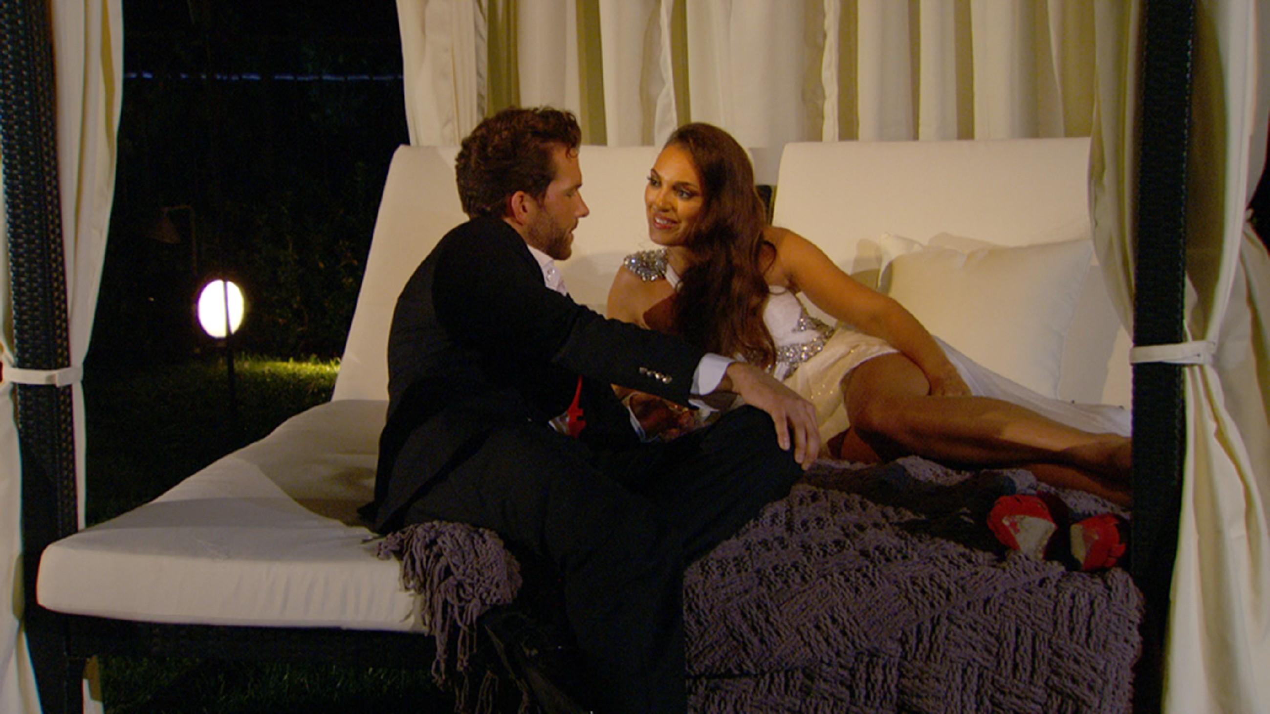 Der Bachelor 2015 - Folge 1 - Oliver und Susanna flirten