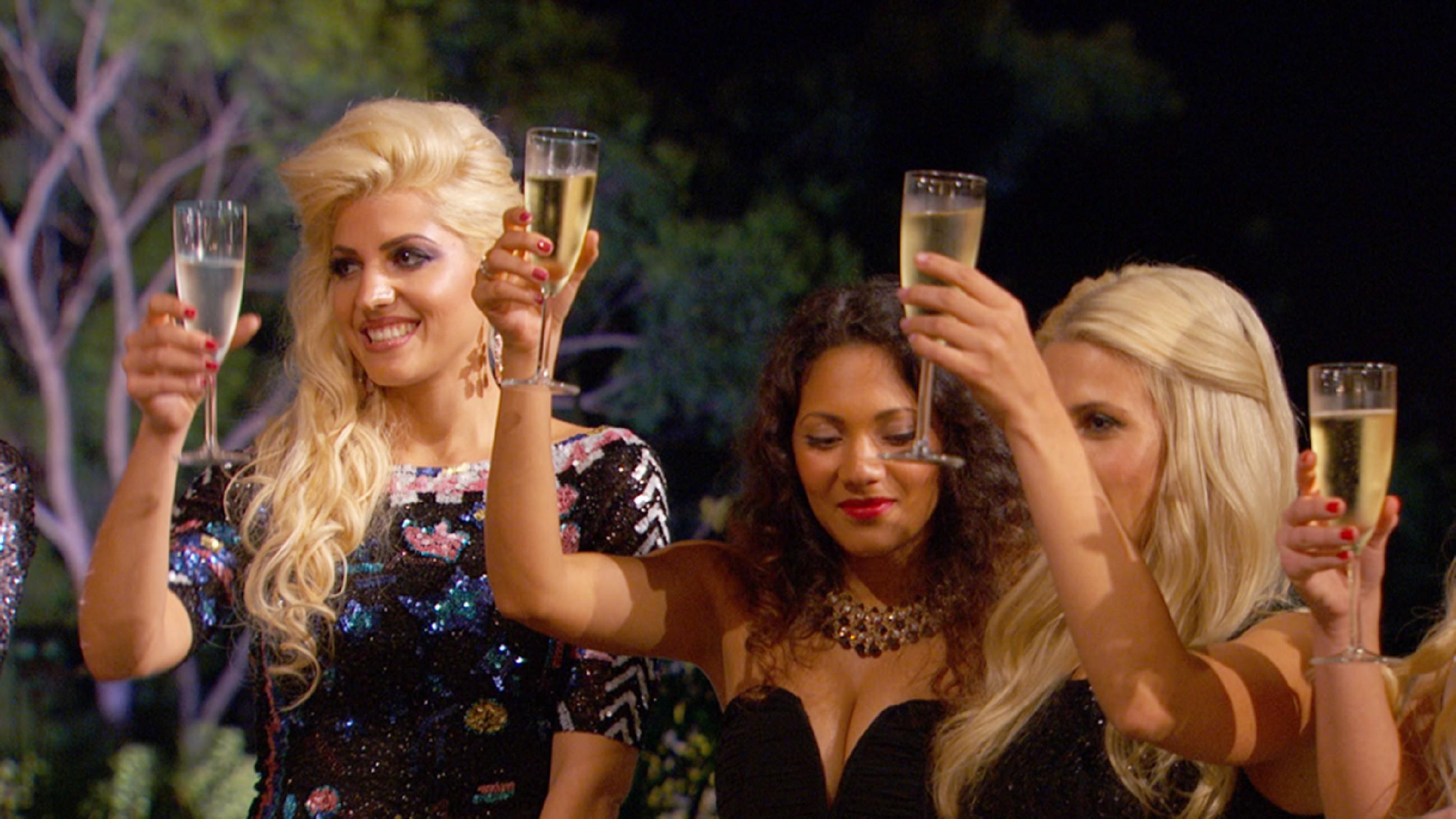 Der Bachelor 2015 - Folge 1 - Sarah, Pamela und Liesa-Marie
