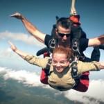 Dschungelcamp 2015 Tagebuch TAG 1 - Rebecca Siemoneit-Barum bei ihrem Fallschirmsprung