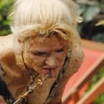 Dschungelcamp 2015 Dschungelprüfung 1 - Sara knabbert am Spieß