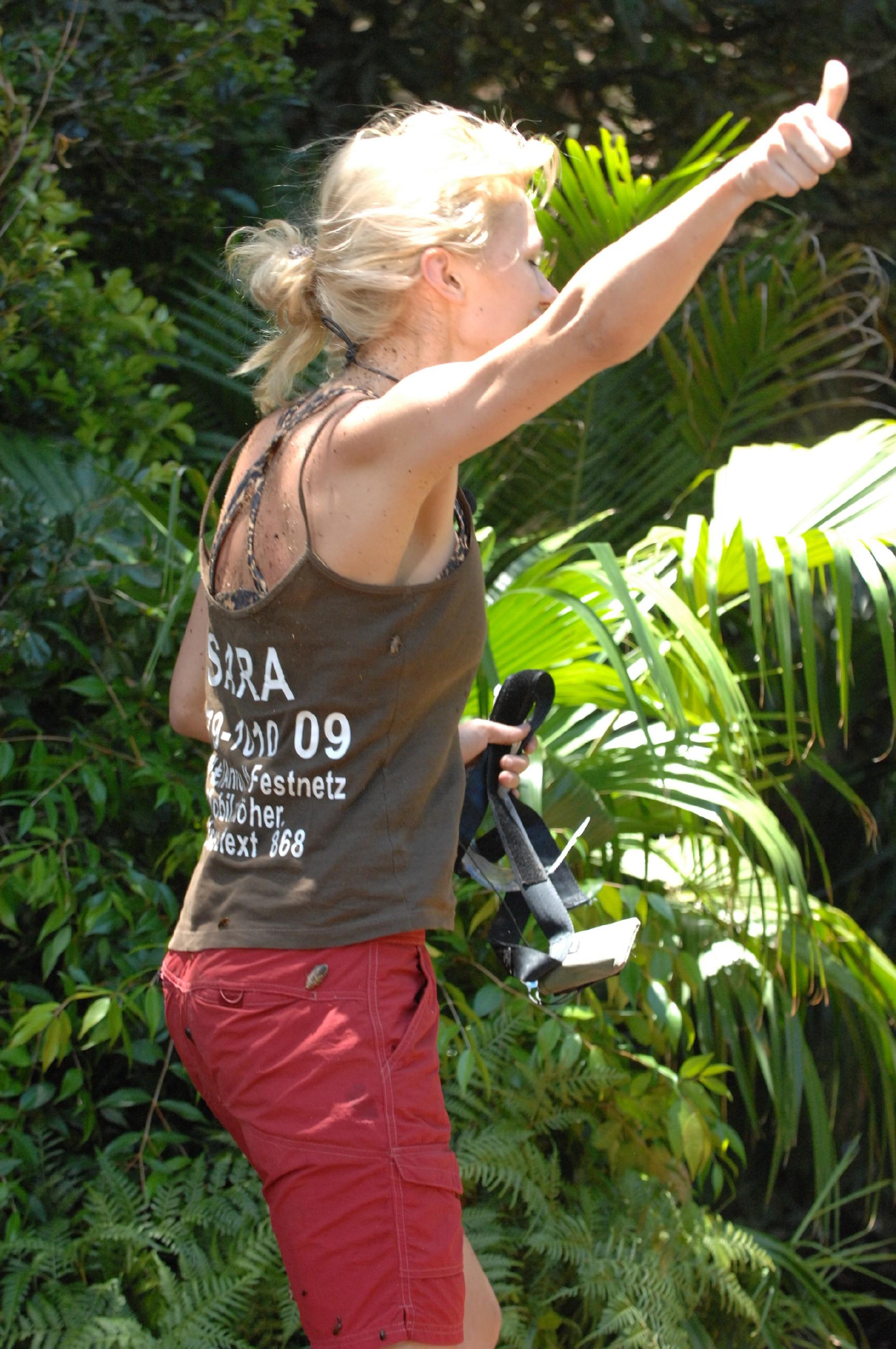 Dschungelcamp 2015 Dschungelprüfung 3 - Sara freut sich über gewonnene Prüfung