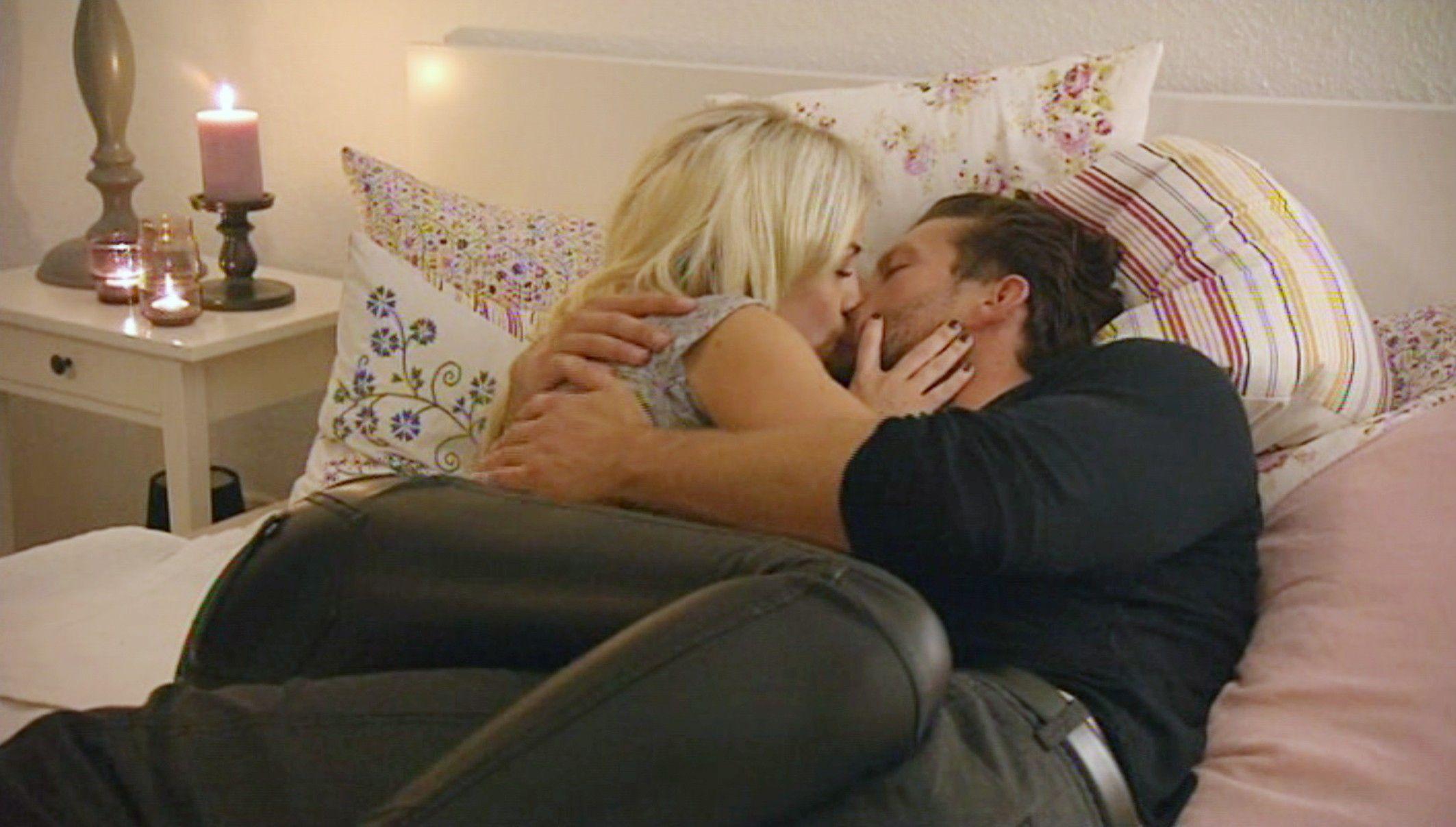 Der Bachelor 2015 Folge 6 - Liz und Oliver küssen sich