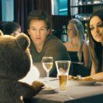 Ted - John und Lori mit Ted beim Essen