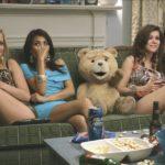 Ted - Ted mit ein paar heißen Mädels