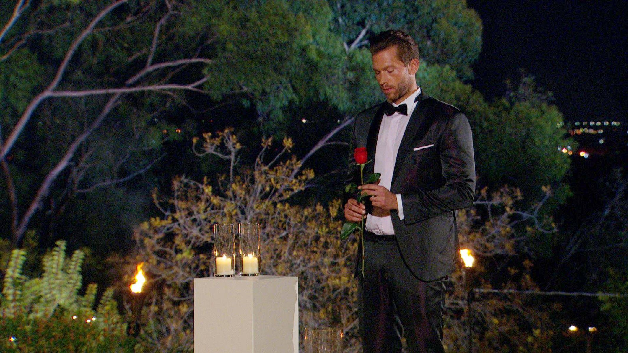 Der Bachelor 2015 Finale - Oliver vergibt die letzte Rose
