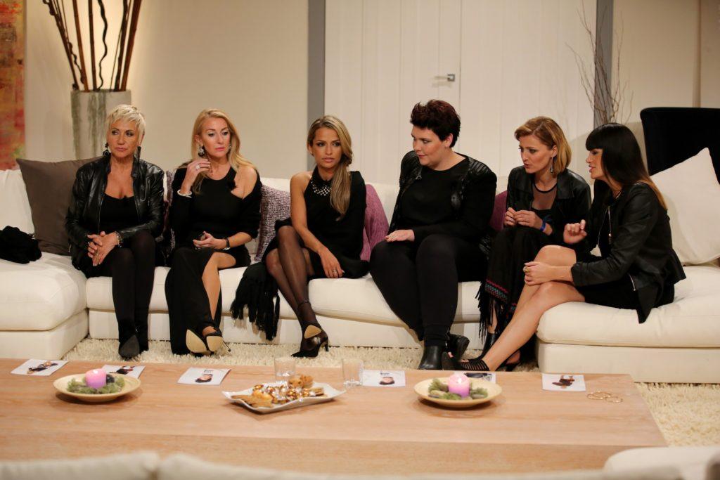 (v.l.) Rita (65), Susana (46), Ramona (32), Georgia (24), Erna (29) und Roaya (23) müssen sich gegenseitig nominieren.