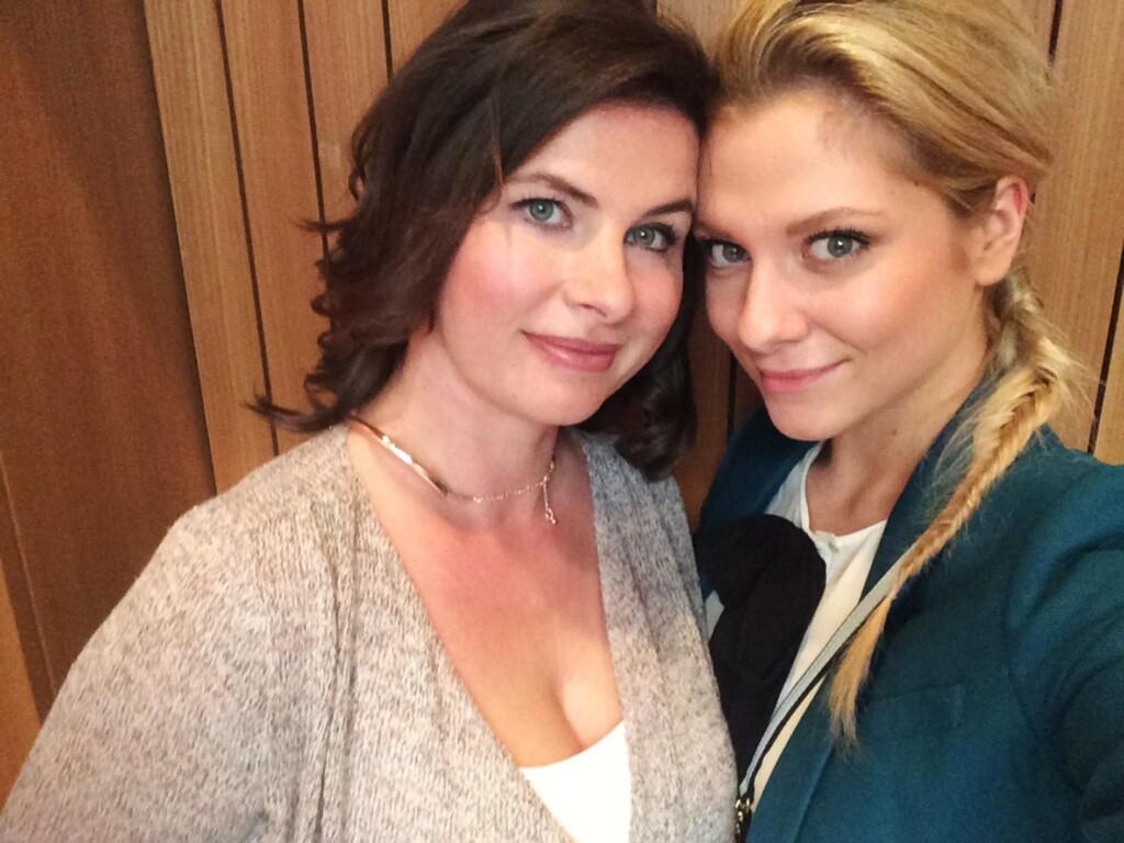 Anne Brendler spielt Vanessa Richter (l.) und Valentina Pahde spielt Sunny Richter