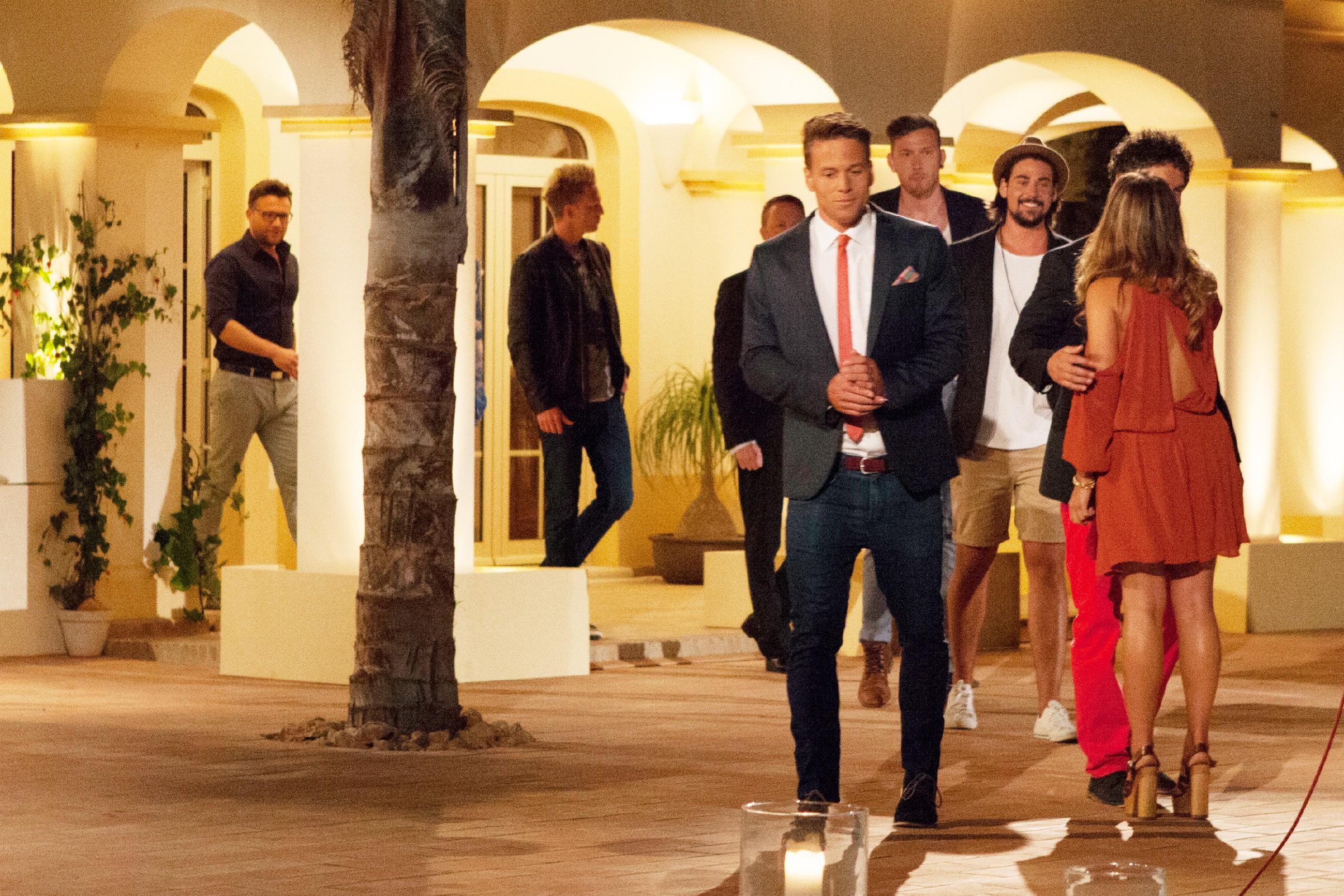 Die Bachelorette 2015 Folge 3 - Die Jungs bei der dritten Nacht der Rosen