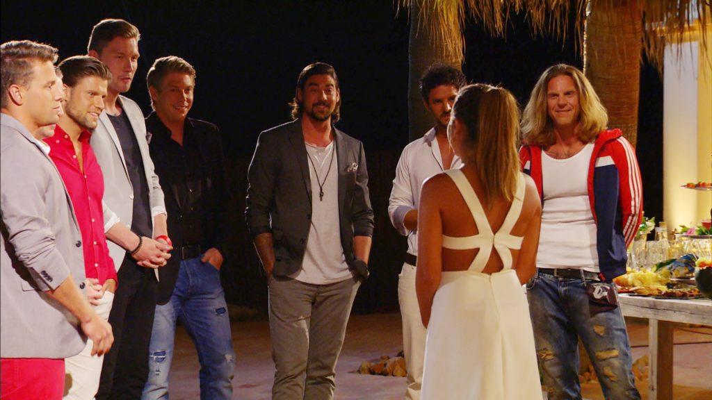 V.l.: Mario, Gordon, Kevin, Stefan, Patrick, Hakan und Katsche plaudern in der Runde mit Alisa