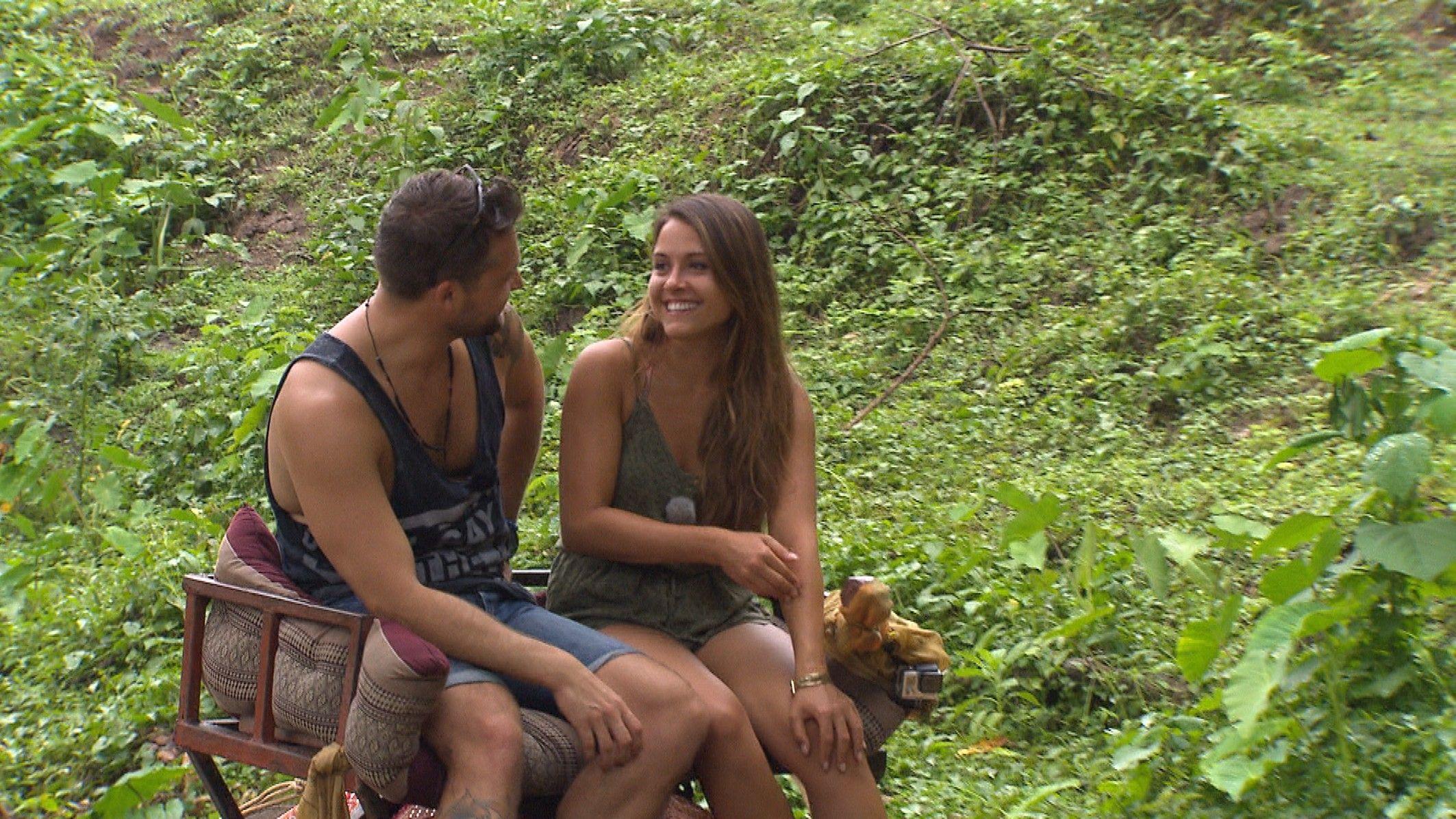 Die Bachelorette 2015 Halbfinale - Alex und Alisa lachen