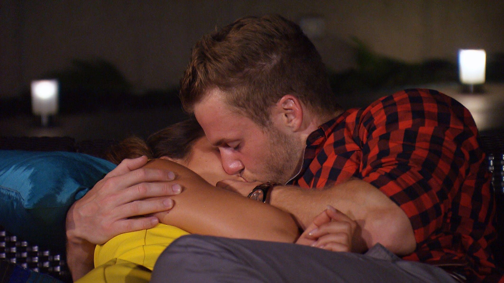 Die Bachelorette 2015 Halbfinale - Alisa und Philipp küssen sich