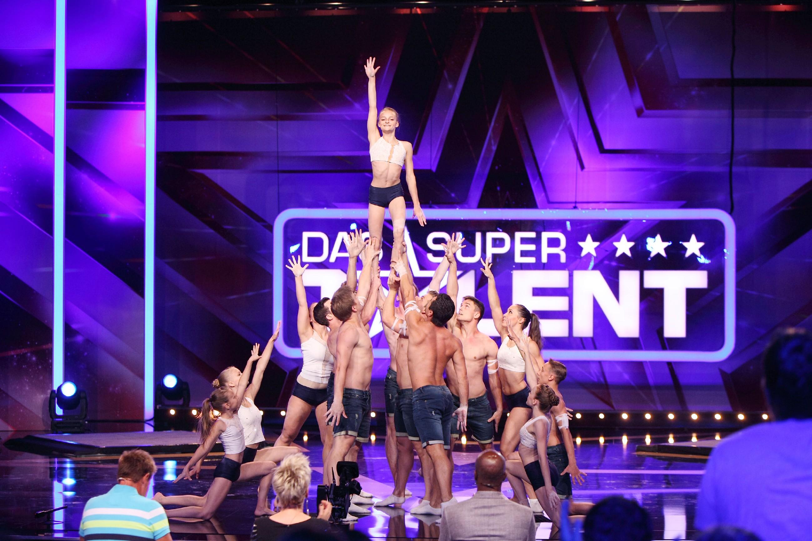 Das Supertalent 2015 Show 5 - Sportakrobatikg-Gruppe Power