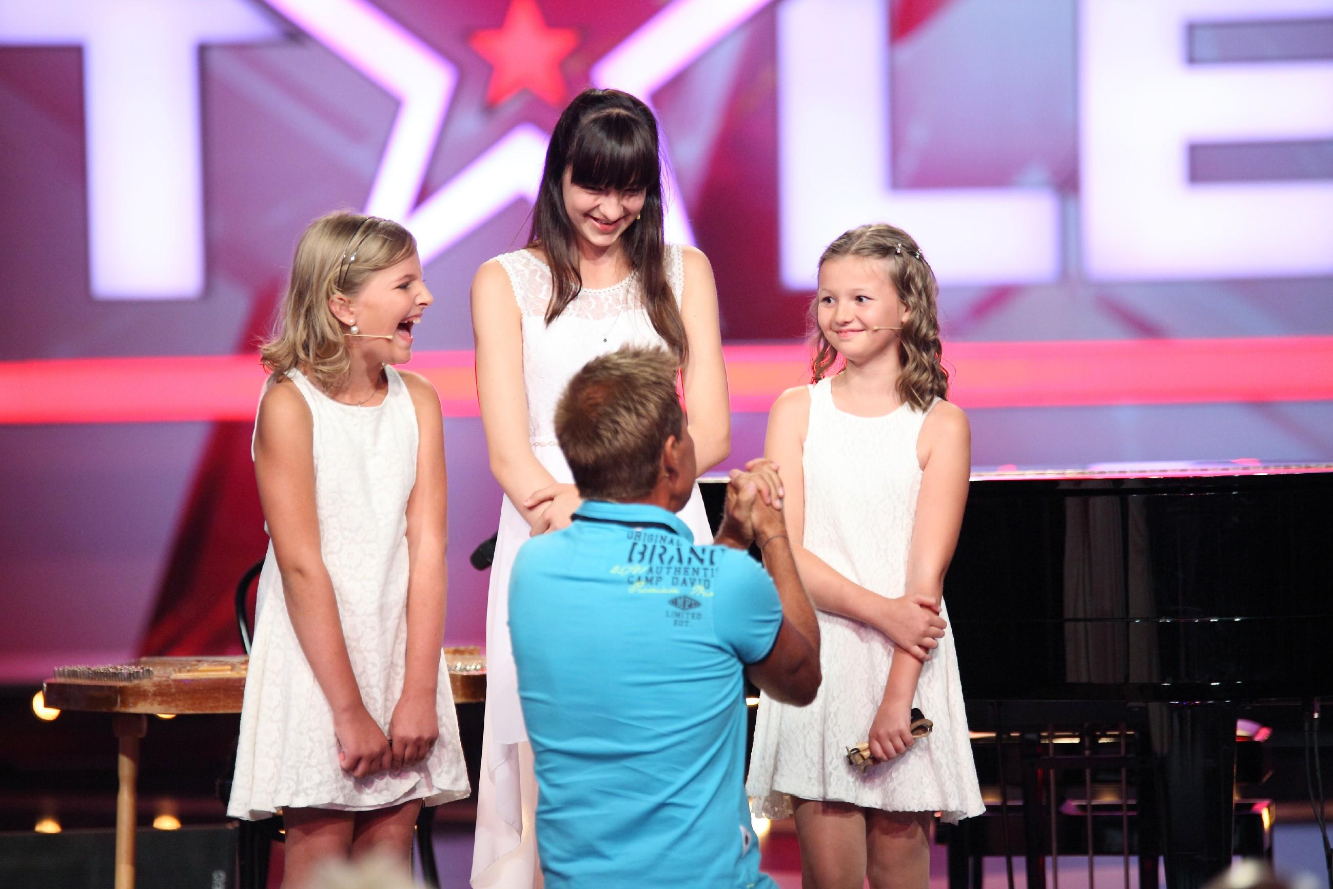 Das Supertalent 2015 Show 5 - Natali Arnold, Deborah Nagel und Laura Semisorow
