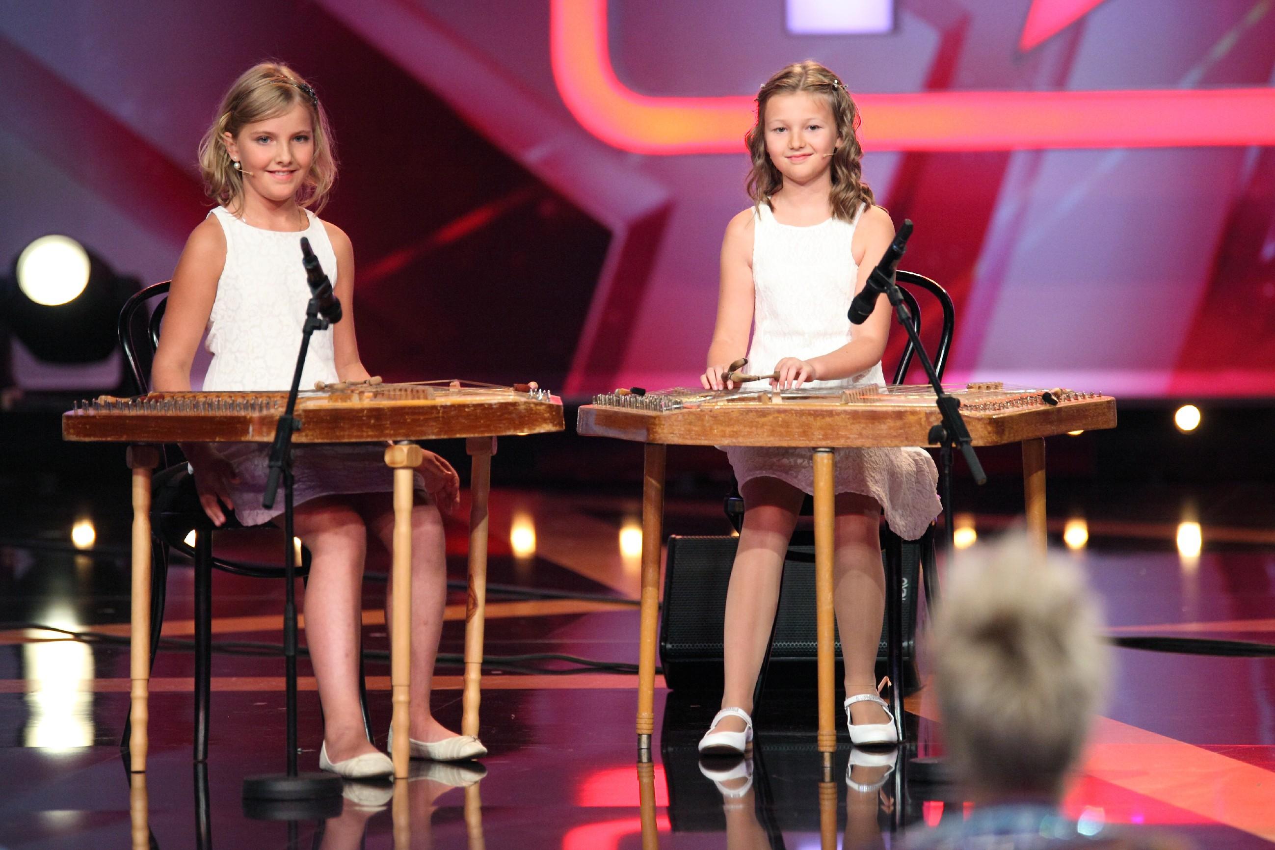 Das Supertalent 2015 Show 5 - Natali Arnold und Laura Semisorow aus Freiburg