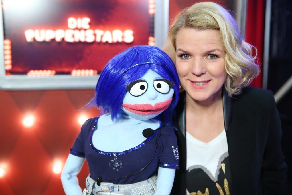Moderatorin Mirja Boes mit Miss Izzy