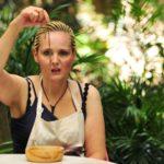 Dschungelcamp 2016 Dschungelprüfung 6 – Helena probiert ein Sandwurm
