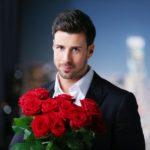 Der Bachelor Leonard hat Rosen zu vergeben