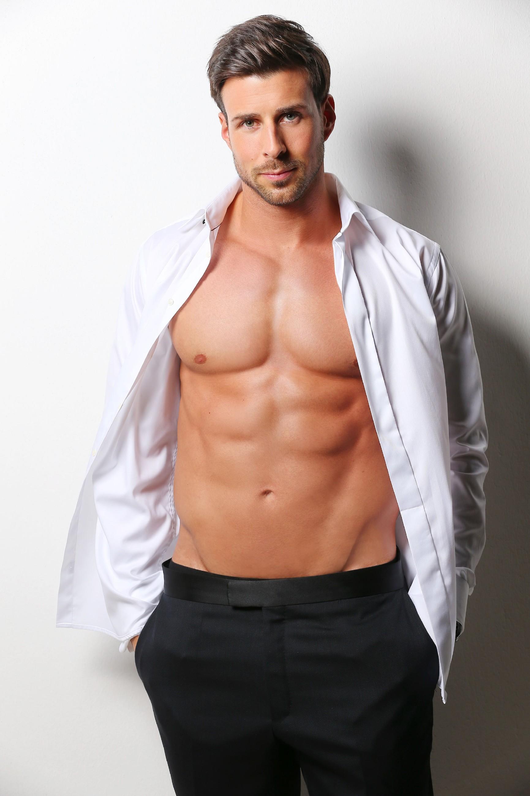 So sexy ist der neue Bachelor Leonard