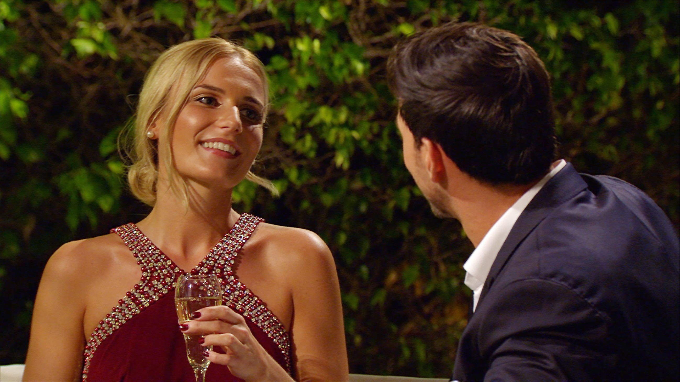 Der Bachelor 2016 Folge 1 - Leonard und Romina unterhalten sich