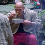 Dschungelcamp Tag 9 - Thorsten Legat isst Rührei
