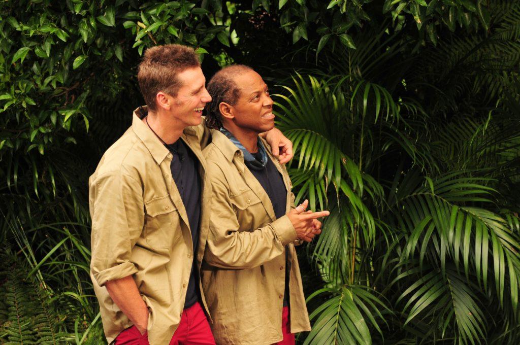 Jürgen wurde von den Mitcampern zur Dschungelprüfung geschickt. Ihm zur Seite steht Ricky.