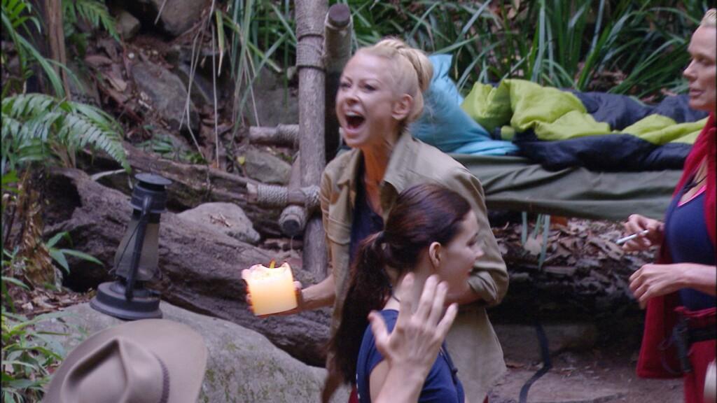 Die Zuschauer haben entschieden. Jenny Elvers muss das Camp verlassen.