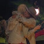Dschungelcamp Tag 10 - Ricky und Helena umarmen sich