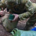 Dschungelcamp Tag 11 - Der Ranger holt die Spinne aus dem Camp