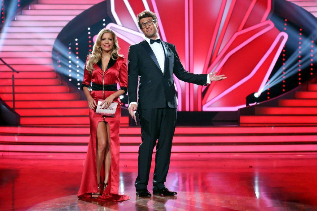 Mit Charme und Witz moderieren Sylvie Meis und Daniel Hartwich die glamouröse Live-Show.