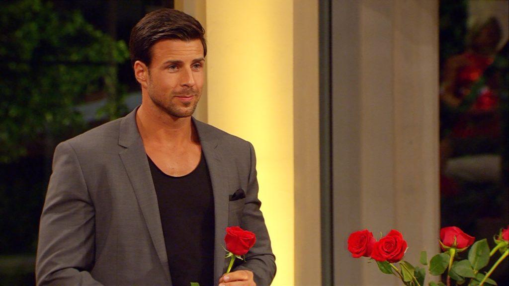 Leonard muss sich bei der fünften Nacht der Rosen entscheiden.