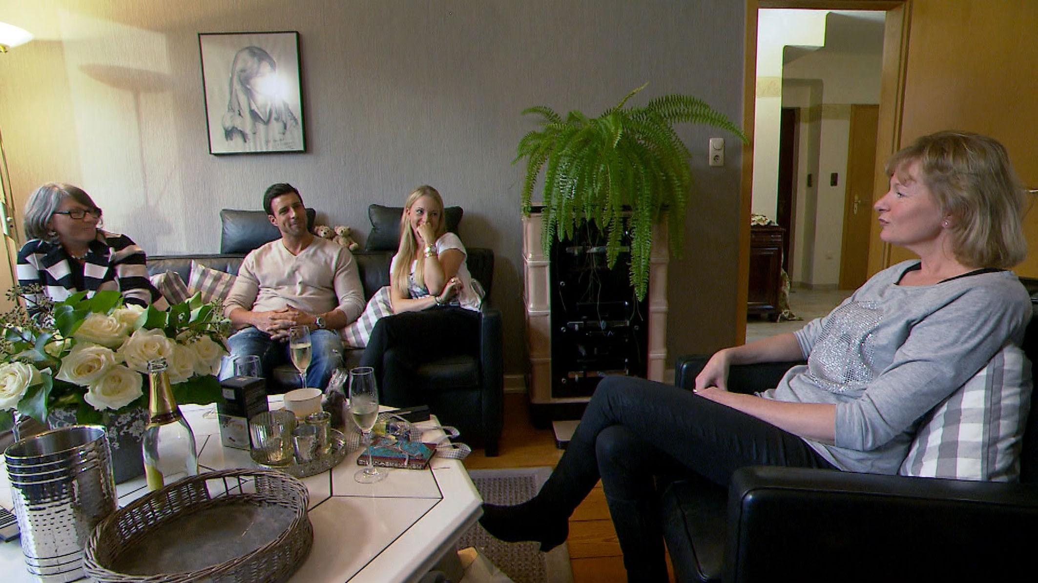 Der Bachelor 2016 Folge 6 - Leonard mit Leonie, Mutter Angelika und Bekannte Andrea